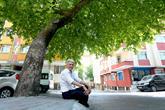 Gençliğinde Diktiği Çınarların Gölgesinde Emekliliğini Yaşıyor