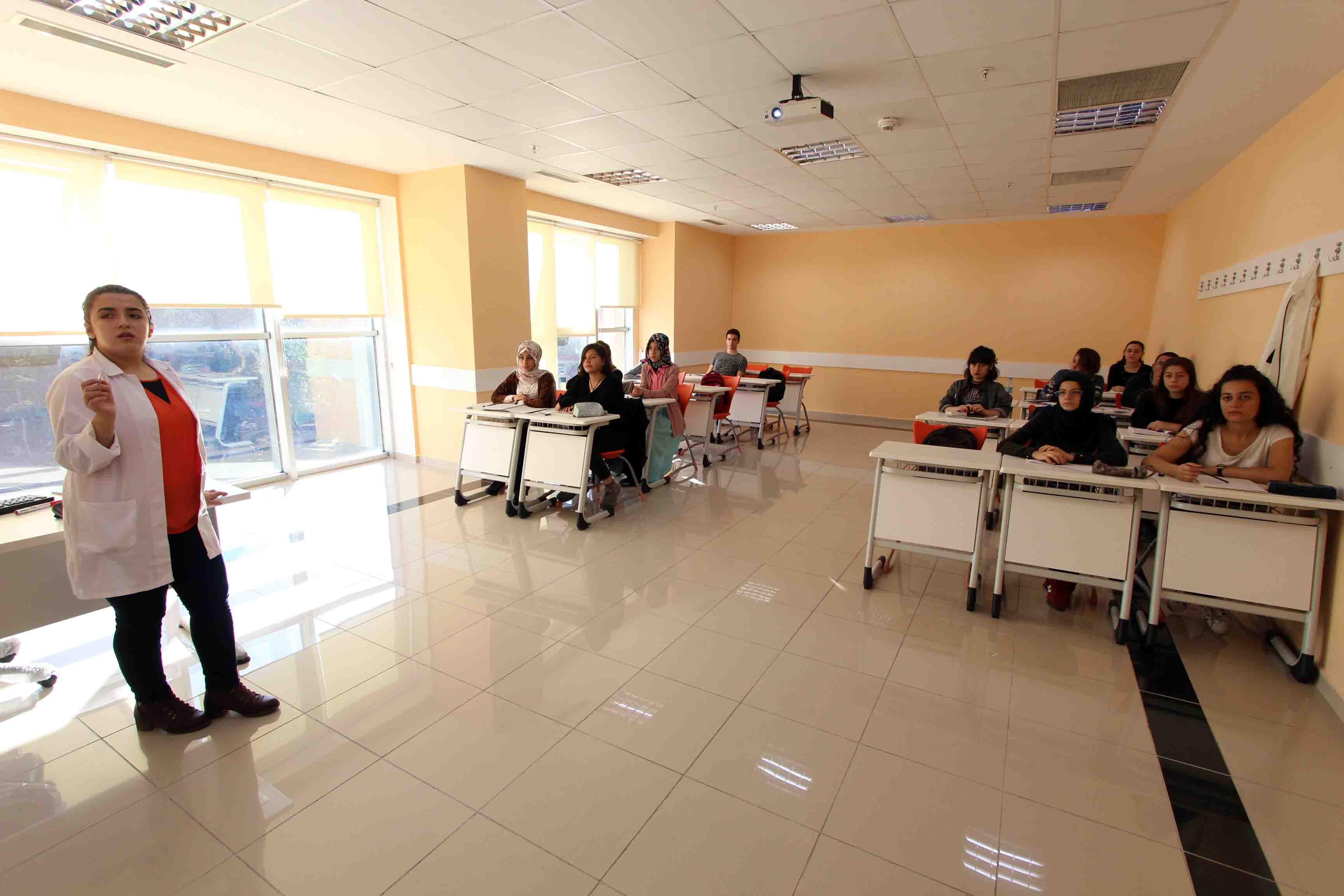 Gençlik Merkezi'nde 6 Bin 59 Genç 24 Branşta Eğitim Alıyor