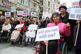 """Engelliler Taksim'de """"Farkındalık Yürüyüşü"""" yaptı"""