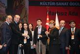 """Cumhurbaşkanı Erdoğan'dan Bağcılar Belediyesi'ne '' Engelleri Aşanlar"""" Ödülü"""