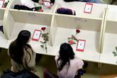 Sevgililer Günü Nedeniyle Kütüphaneyi Gül Bahçesine Çevirdiler