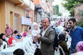Mahmutbeyliler tarih kokan sokaklarda iftar açtılar