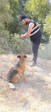 Yangın Görevlisi Yemeğini Köpekle Paylaştı